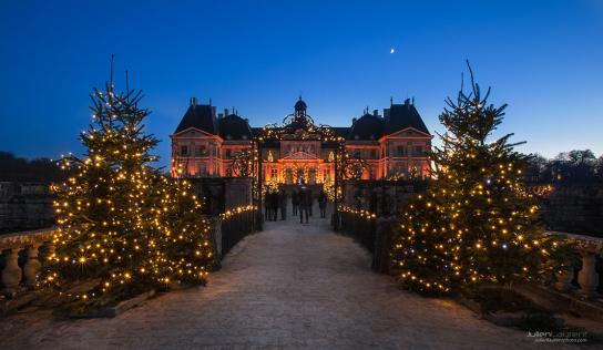 les châteaux préparent les décors de Noël 2020