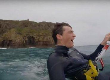 Clément Huot se jette des falaises du cap Fréhel en kitesurf dans une vidéo époustouflante