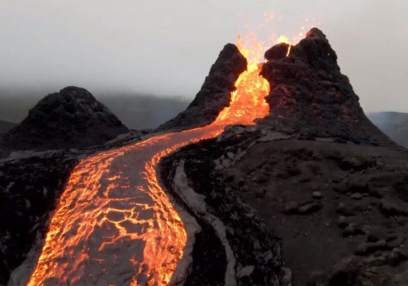 Visionnez en live l'éruption en Islande du spectacle de lave